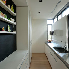 Contemporary Kitchen by Daniel Marshall Architect