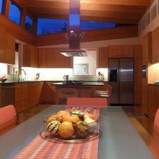 Modern Kitchen by James Paul Architect