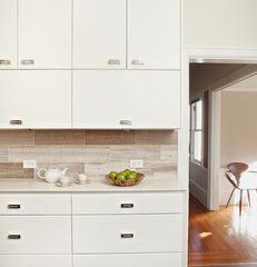modern kitchen by Lucy McLintic