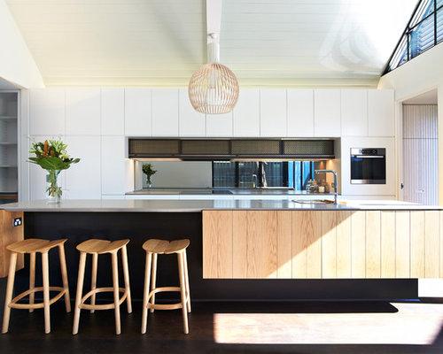 zweizeilige k chen mit k chenr ckwand aus spiegelfliesen. Black Bedroom Furniture Sets. Home Design Ideas