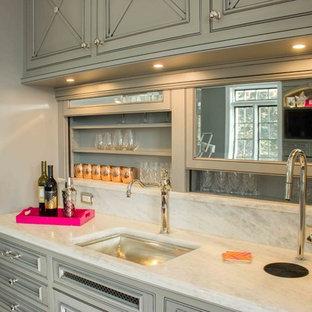 Idéer för ett mycket stort shabby chic-inspirerat kök, med en undermonterad diskho, luckor med infälld panel, grå skåp, marmorbänkskiva, vitt stänkskydd, rostfria vitvaror, mörkt trägolv och flera köksöar