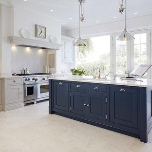 Idéer för avskilda, stora kök, med en undermonterad diskho, skåp i shakerstil, blå skåp, rostfria vitvaror, marmorgolv och en köksö