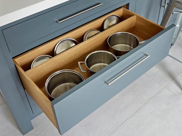 Contemporary Kitchen by Edmondson Interiors