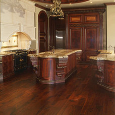 Traditional Kitchen by Greyne Company