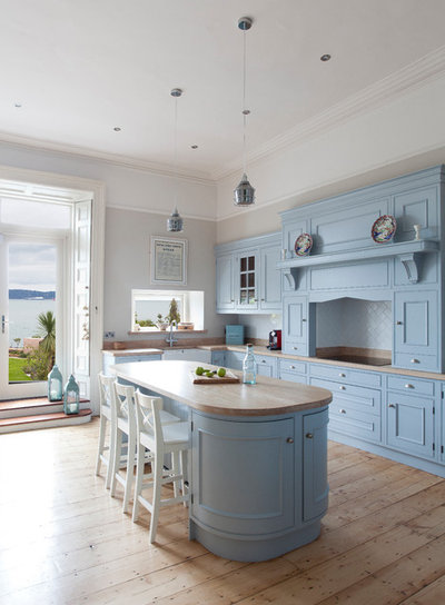 Farmhouse Kitchen by Hand Crafted Kitchens by Jonathan Williams