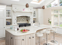 I love the colours of this kitchen. What colour are the island and the