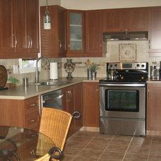 Traditional Kitchen by Deco Divine Plus