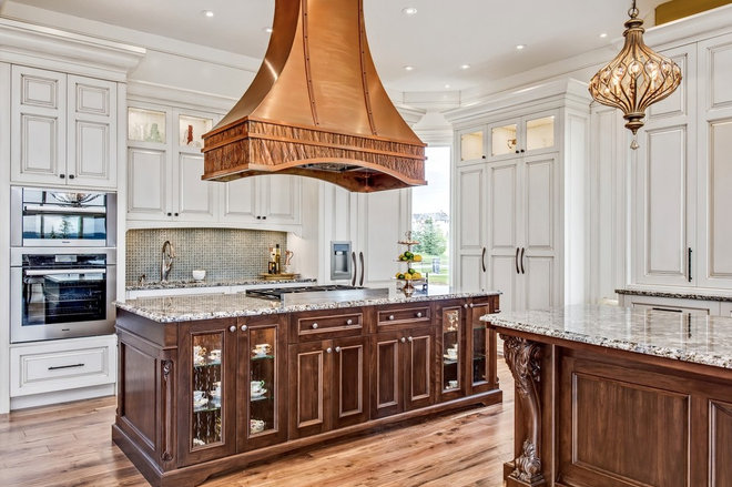 Traditional Kitchen by Laratta Homes Ltd