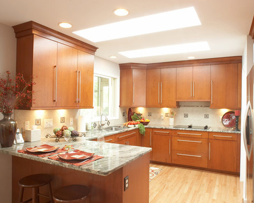 Light cherry cabinets home design ideas pictures remodel for Cherry wood kitchen cabinets price