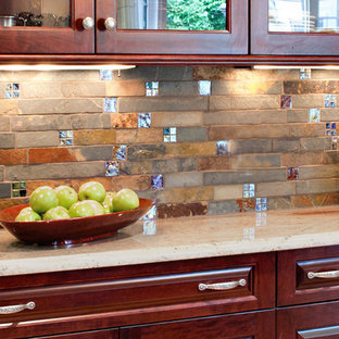 Traditional kitchen pictures - Elegant kitchen photo in Detroit