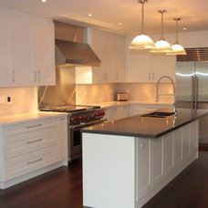 Traditional Kitchen by M-Squared Contracting Inc.