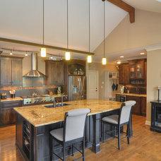 Contemporary Kitchen by macdermott homes