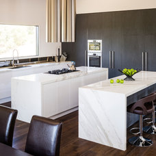 Contemporary Kitchen by Smith & Smith Kitchens