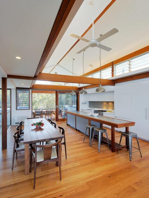 zweizeilige k chen mit zink arbeitsplatte ideen design. Black Bedroom Furniture Sets. Home Design Ideas