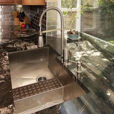 Modern Kitchen by Macnsons Construction, Inc.