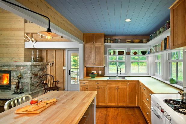 Farmhouse Kitchen by Albertsson Hansen Architecture, Ltd