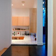 Modern Kitchen by Vandeventer + Carlander Architects