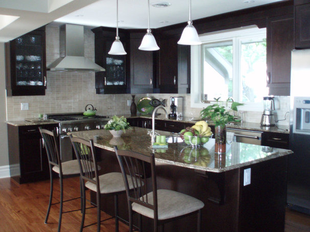 Contemporary Kitchen by Maggie