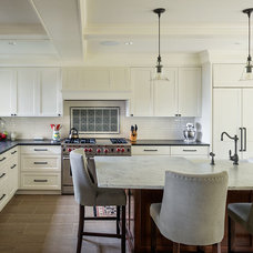 Traditional Kitchen by Dyna Contracting