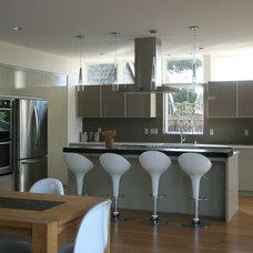 Modern Kitchen by ALCOVA architecture