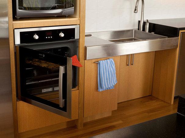 Midcentury Kitchen by ROM architecture studio