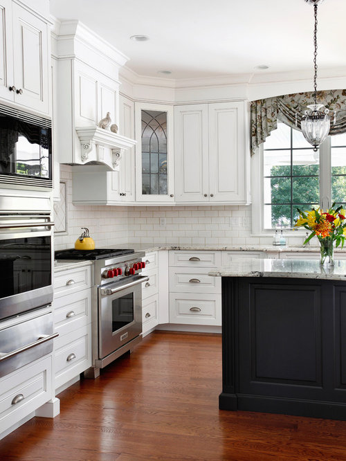 Traditional L Shaped Eat In Kitchen Idea In Philadelphia With An Undermount  Sink,