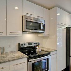 Contemporary Kitchen by PBH Construction