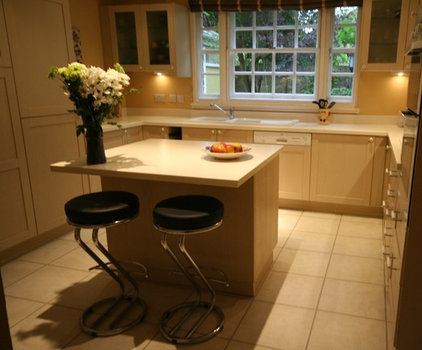 Traditional Kitchen by Celia James