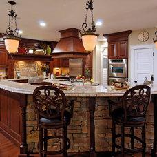 Traditional Kitchen by BOWA