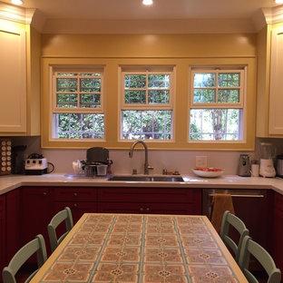 Idéer för att renovera ett stort amerikanskt kök, med en dubbel diskho, luckor med infälld panel, röda skåp, bänkskiva i koppar, rostfria vitvaror, mörkt trägolv och en köksö