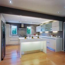 Modern Kitchen by Mega Builders