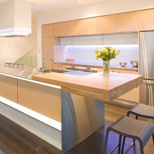 Modern kitchen ideas - Inspiration for a modern kitchen remodel in Los Angeles