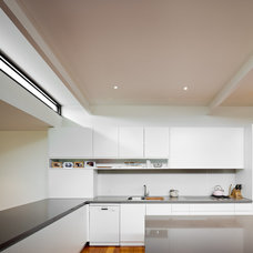 Contemporary Kitchen by K+ARchitects