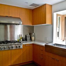 Modern Kitchen by mango design co