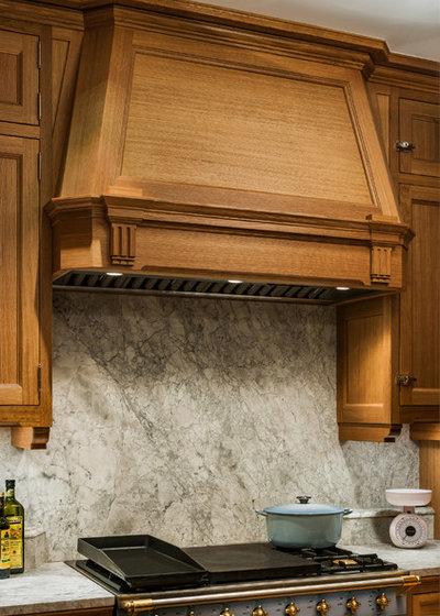 Victorian Kitchen by Eberlein Design Consultants Ltd.