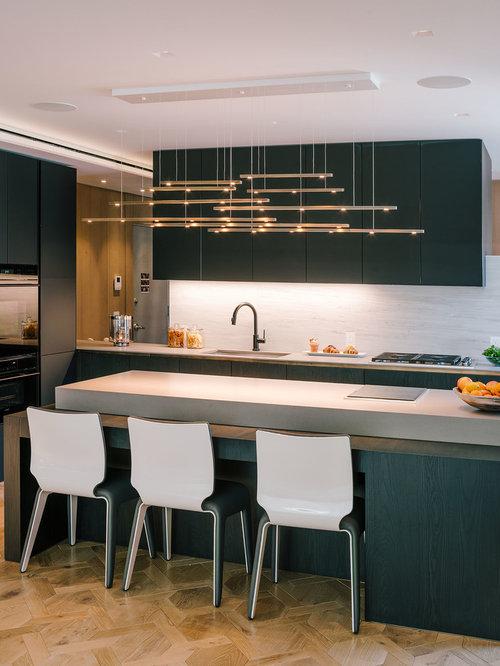 Dorable El Diseño De Una Cocina Con Electrodomésticos Negros Molde ...