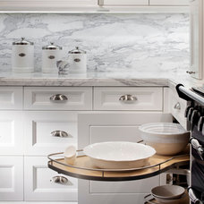Traditional Kitchen by MODEL DESIGN INC.