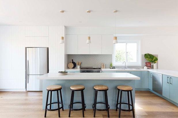 Beach Style Kitchen by JDA Studio