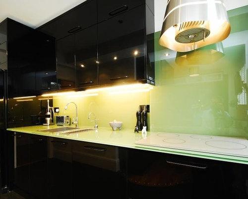 Cucina con top in vetro e pavimento in linoleum - Foto e Idee per ...