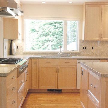 Maple shaker door kitchen in Corralitas