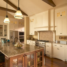 Traditional Kitchen by Fashion Par Kitchens