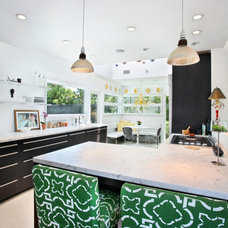 Contemporary Kitchen by Vanessa De Vargas