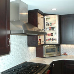 modern kitchen by Superior Woodcraft, Inc.