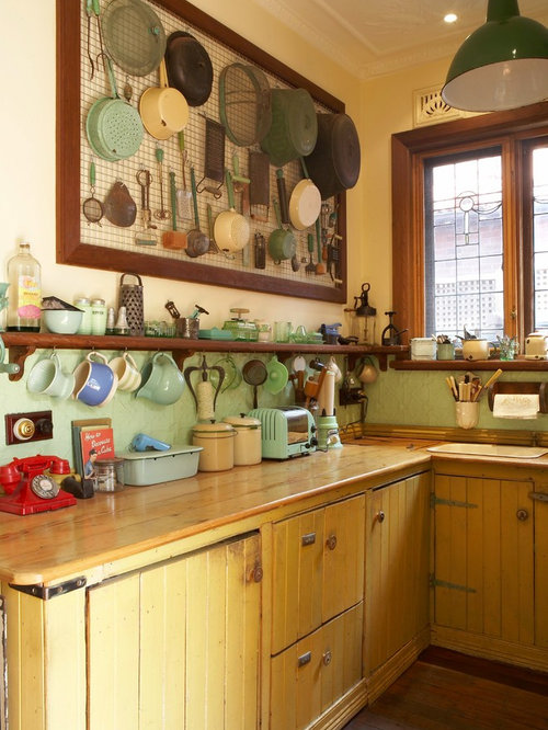 Küchen mit Küchenrückwand in Grün und gelben Schränken Ideen, Design ...