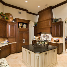 Tropical Kitchen by Kevin Williams Construction, Inc.