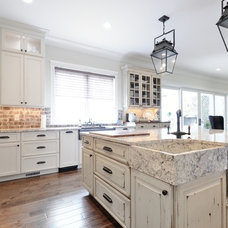 Traditional Kitchen by CR Home Design K&B (Construction Resources)