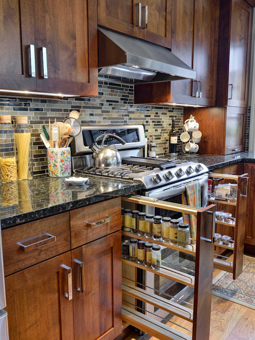 Traditional Kitchen Ideas   Inspiration For A Timeless Kitchen Remodel In  Atlanta With Shaker Cabinets,