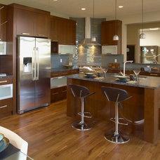 Modern Kitchen by Superior Cabinets