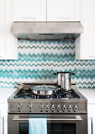 10 gorgeous backsplash alternatives to subway tile for Alternative kitchen backsplash ideas