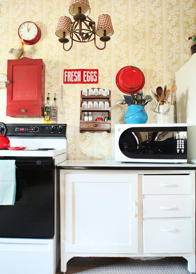 Shabby-chic Style Kitchen by Julie Ranee Photography